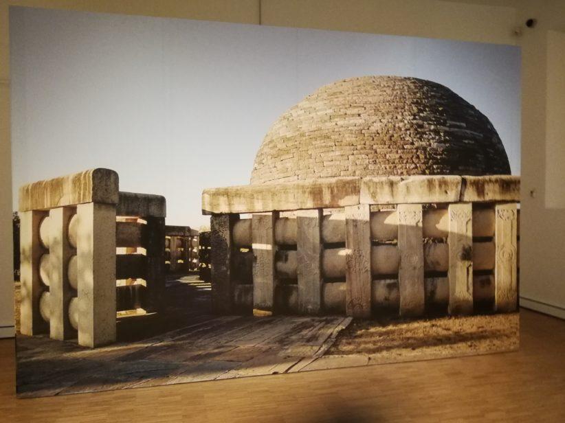 """Pilastri e architravi di """"Stupa"""", i templi buddisti"""