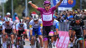 Arnaud Démare trionfa anche a Rimini