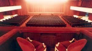 Tutti a teatro nel rispetto delle distanze programmate